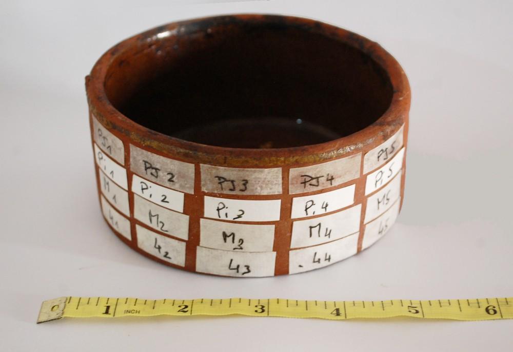 Fig. 4 : échantillons testés durant un processus de dessalage des céramiques issues de fouilles marines (photo S. Alami-Viguié 2012)
