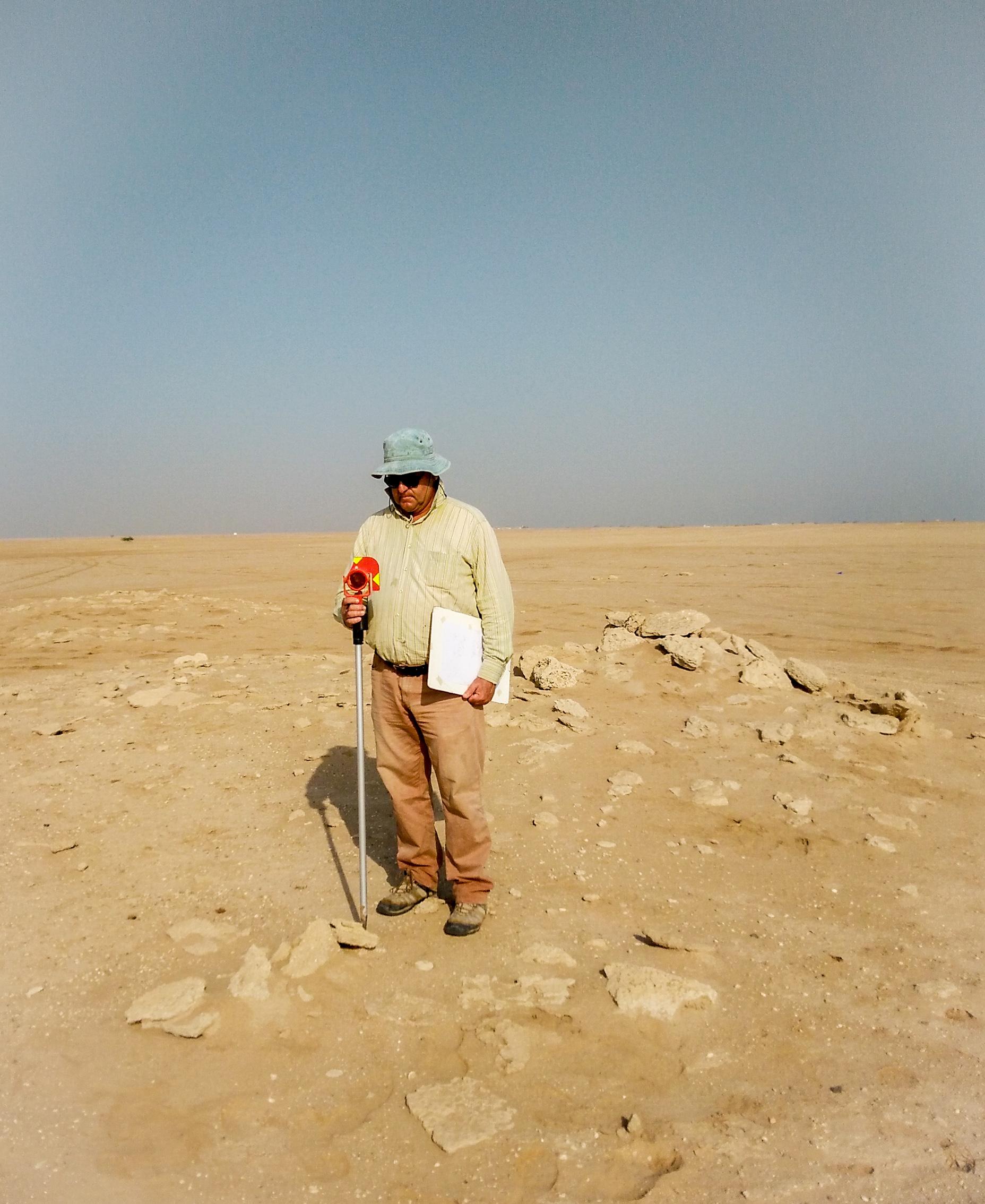 Fig. 2 : le relevé des vestiges en surface sur l'ensemble du site d'al‑Quṣūr par Jean Humbert devrait être achevé à la fin de la campagne 2016 (MAFKF 2016).